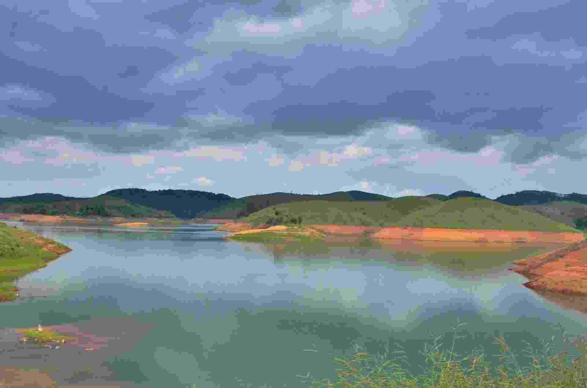 10.dez.2015 - O nível do sistema Cantareira, do qual a represa Jaguari (foto) faz parte, tem subido com o aumento da chuva na Grande São Paulo. Nesta quinta-feira, a capacidade do sistema chegou a 22,9%, segundo a Sabesp. Porém, a situação ainda está longe da normalidade - Nilton Cardini/Estadão Conteúdo
