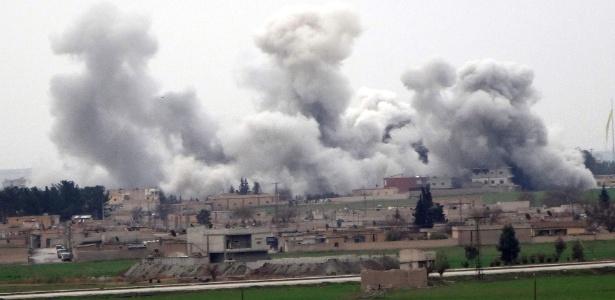 Bombardeios vistos no primeiro dia do cessar-fogo em Tel Abyad voltaram a acontecer em outras localidades da Síria - AFP