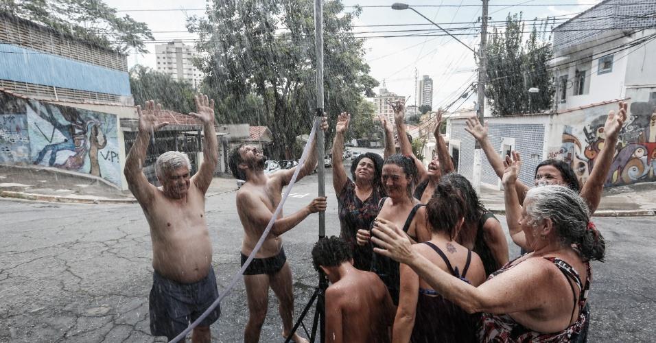A nascente é umas das quem vem do córrego da Água Preta, de onde jorram, segundo estimativa dos organizadores, cerca de mil litros de água por hora