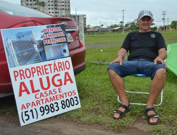Luiz Borges Martins, dono de 10 imóveis entre casas e apartamentos, anuncia imóveis na beira da estrada em Torres (RS)