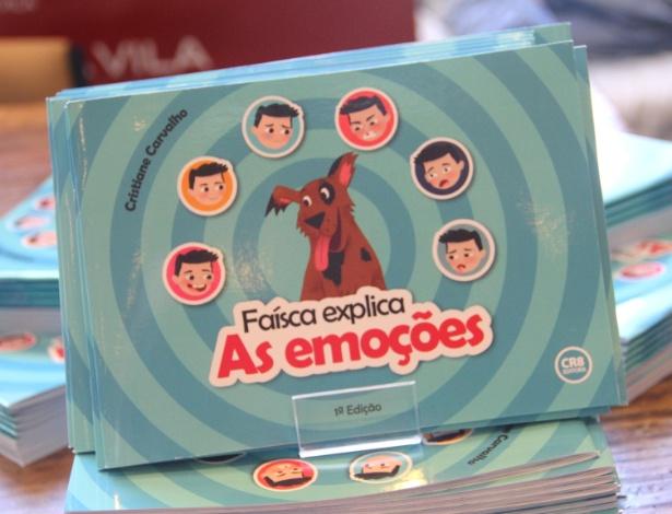 """Livro """"Faísca Explica as Emoções"""", de autoria da advogada Cristiane Carvalho, que criou o site Teraplay, especializado na comercialização de produtos para crianças autistas"""