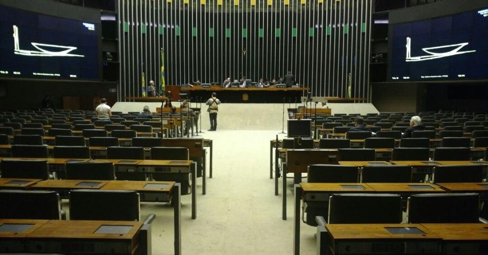Plenário da Câmara fica praticamente vazio na tarde de quinta-feira
