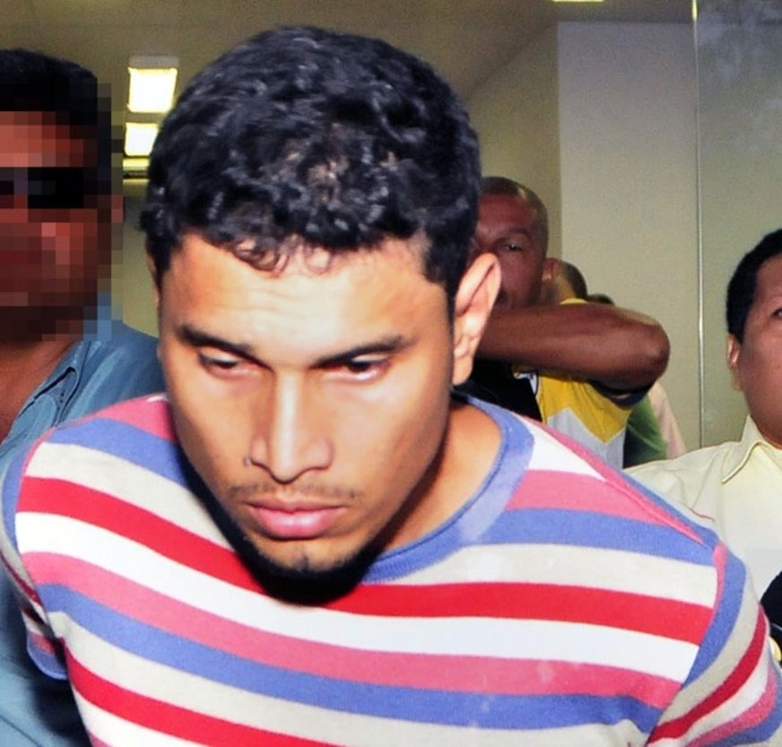 03.nov.2017 -- O membro da FDN (Família do Norte), Almir Nobre Teles, é apontado como um dos líderes do massacre de Manaus, em janeiro de 2017. Na foto ele é preso por policiais militares em 17 de outubro de 2012