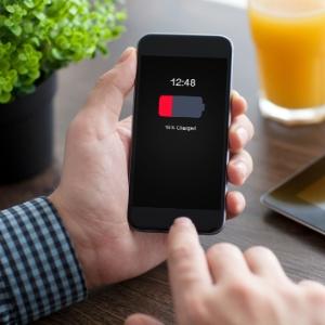 Troca de bateria do iPhone custará dos atuais R$ 149 cobrados para R$ 329 ou R$ 449