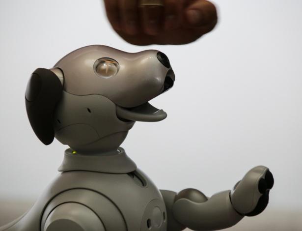 Aibo, o cão-robô da Sony, voltou a CES cheio de novos truques - Divulgação