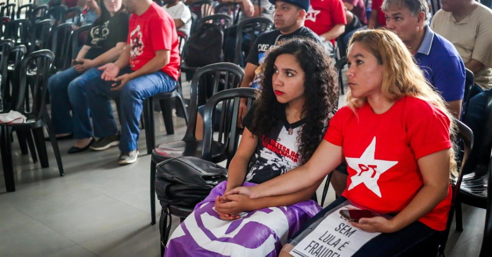 Militantes no Sindicato dos Metalúrgicos do ABC acompanham ao julgamento do ex-presidente Lula no TRF-4 em Porto Alegre