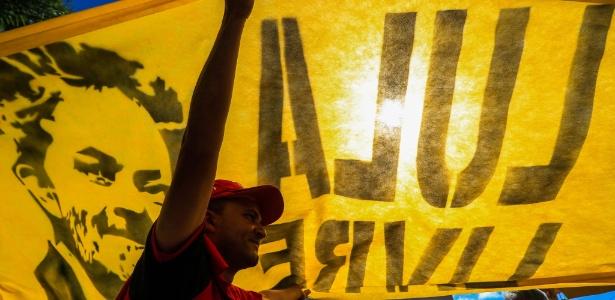 Manifestantes acampam nas proximidades da PF em Curitiba