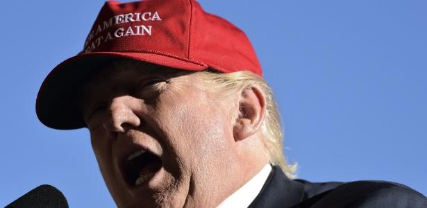 Partido Democrata entrou com uma ação judicial para investigar campanha presidencial de Donald Trump - MANDEL NGAN/AFP