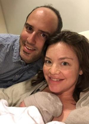 A ministra para as Mulheres da Nova Zelândia, Julie Anne Genter, com seu bebê recém-nascido - Instagram/Julie Anne Genter