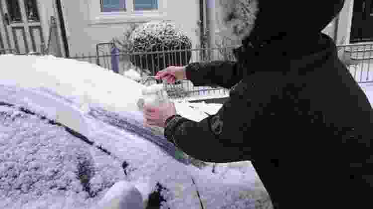 A equipe também coletou amostras de neve de locais na Alemanha e na Suíça - Alfred-Wegener-Institut / Mine Tekman