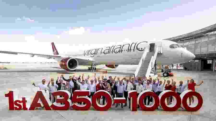 Equipe comemora a entrega do primeiro A350-1000 à Virgin Atlantic, batizado de Red Velvet - Divulgação/Virgin Atlantic