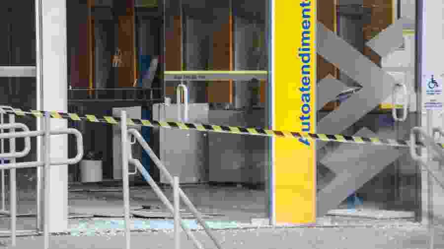 Agência do Banco do Brasil no Grajaú ficou destruída após criminosos explodirem caixas eletrônicos no interior do prédio - Adeleke Anthony Fote/The News S2/Estadão Conteúdo