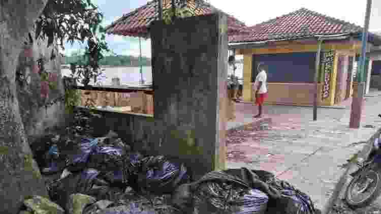 Lixo é visto na região do porto de Atalaia do Norte, cidade a cerca de 1.136 quilômetros de Manaus - Jorge Marubo/Divulgação/DSEI Vale do Javari - Jorge Marubo/Divulgação/DSEI Vale do Javari
