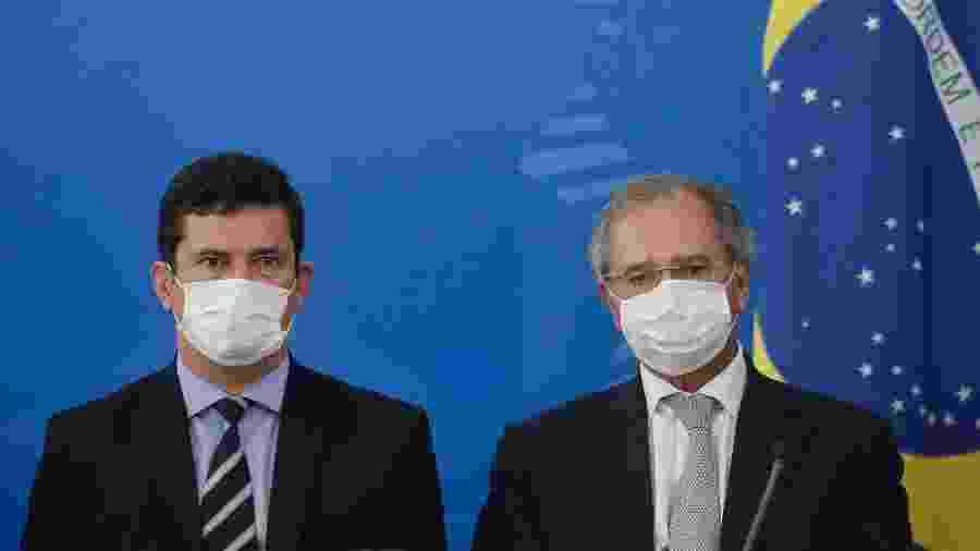 18.mar.2020 - Os ministros da Justiça e Economia, Sergio Moro e Paulo Guedes, durante coletiva sobre o coronavírus - Dida Sampaio/Estadão Conteúdo