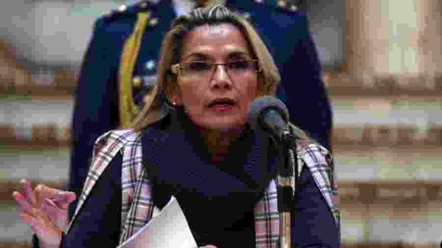 21.nov.2019 - A presidente autoproclamada da Bolívia, Jeanine Áñez, durante uma entrevista coletiva no Palácio Quemado, sede do governo, em La Paz - Lokman Ilhan/Anadolu Agency via Getty Images