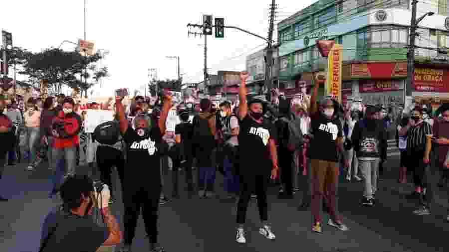 Manifestantes pedem justiça por Guilherme em passeata realizada ontem (16) na zona sul de São Paulo - Marcelo Oliveira/ UOL