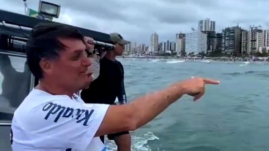 1º.jan.2021 - Bolsonaro passeou de lancha na Praia Grande (SP) durante férias na virada do ano - Reprodução