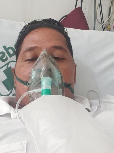O enfermeiro Altair Nonato da Silva durante o período em que ficou internado - Acervo Pessoal