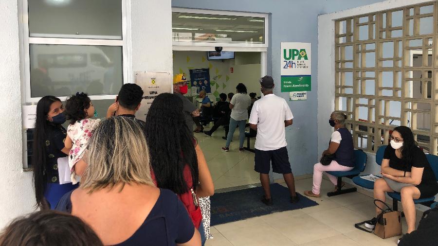 Fila na UPA Perimetral, em Santo André (SP) - Lucas Borges Teixeira/UOL
