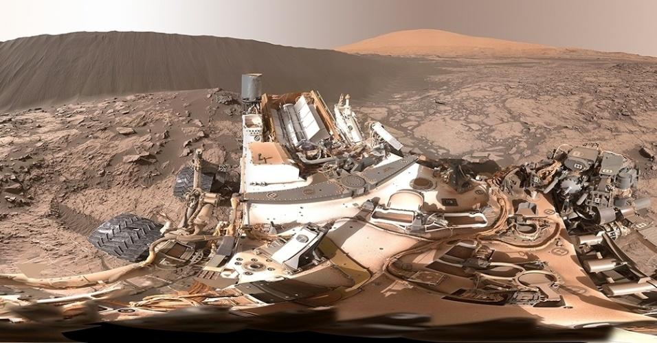 5.jan.2015 - O robô Curiosity fez uma foto em 360° em que aparecem a duna Namib e o monte Sharp, em Marte. Imagens de satélite mostraram que as dunas da região de Bagnold se movem cerca de um metro a cada ano terrestre