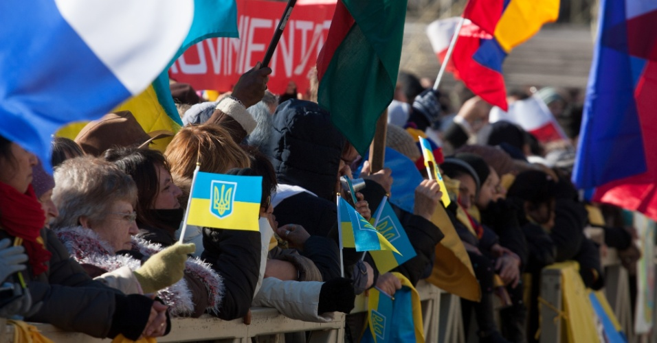 17.jan.2016 - Cerca de 7.000 imigrantes de 30 diferentes nacionalidades celebram o Dia Mundial do Migrante e do Refugiado, no Vaticano