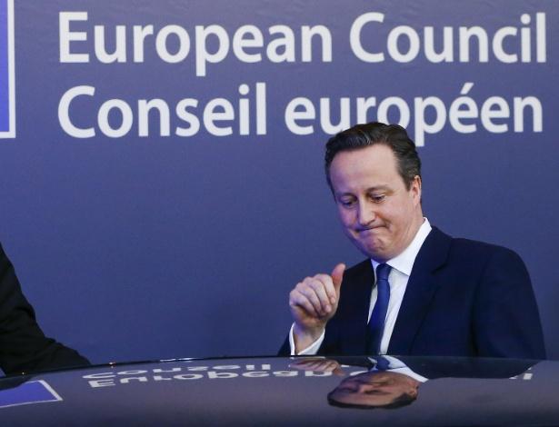 O premiê britânico, David Cameron, deixa cúpula da União Europeia em Bruxelas