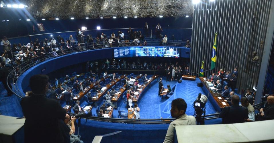 11.mai.2016 - Senadores participam da sessão que definirá a votação do processo de impeachment da presidente Dilma Rousseff, em Brasília