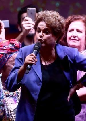 A presidente afastada, Dilma Rousseff, participou da Marcha das Mulheres pela Democracia e Cultura contra o Golpe no centro do Rio