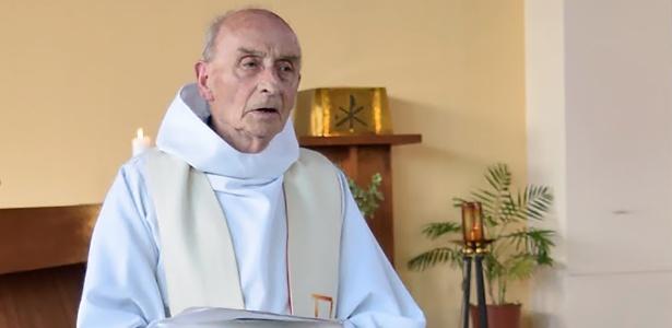 O padre francês Jacques Hamel, morto aos 84 anos no ataque - Reprodução via AFP