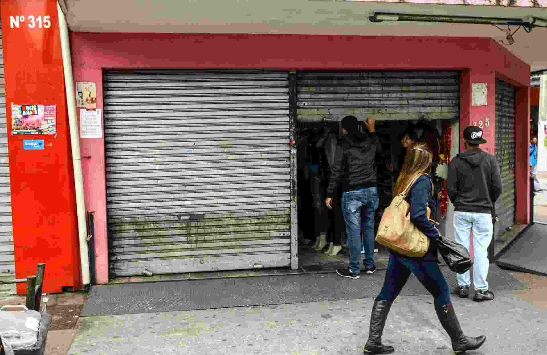28.abr.2017 - Comércio e agências bancárias permanecem fechados neste dia de greve geral em Osasco, na Grande São Paulo - Eliane Neves/Fotoarena/Estadão Conteúdo