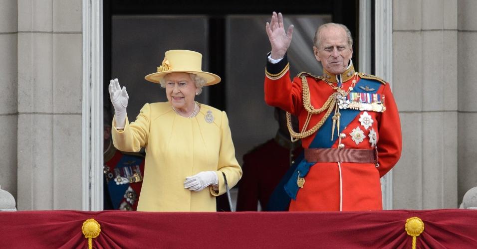 16.jun.2012 - Rainha Elizabeth II e o marido, príncipe Philip