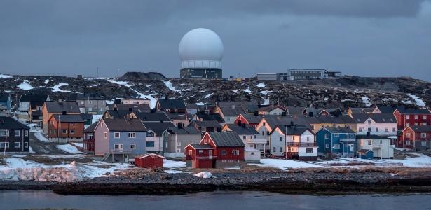 Estação de radar em Vardo, ilha remota na Noruega