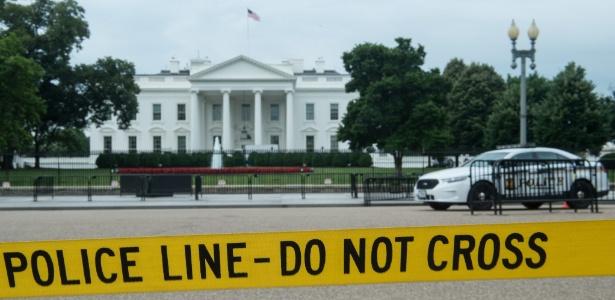 15.jun.2017 - Polícia isola avenida em frente à Casa Branca, em Washington DC