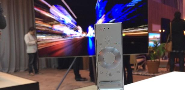 Único controle seria capaz de controlar vários dispositivos - Gabriel Francisco Ribeiro/UOL