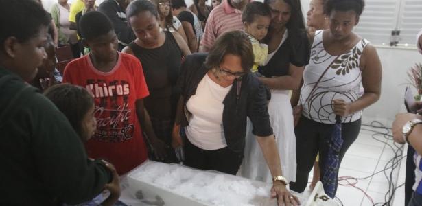 Bebê de seis meses é sepultado após naufrágio em Mar Grande - XANDO PEREIRA/AGÊNCIA A TARDE/ESTADÃO CONTEÚDO