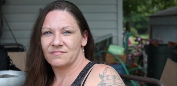 Ex-detenta Deonna Rolloison submeteu-se a um implante de um contraceptivo em troca de menos 30 dias em sua sentença - BBC