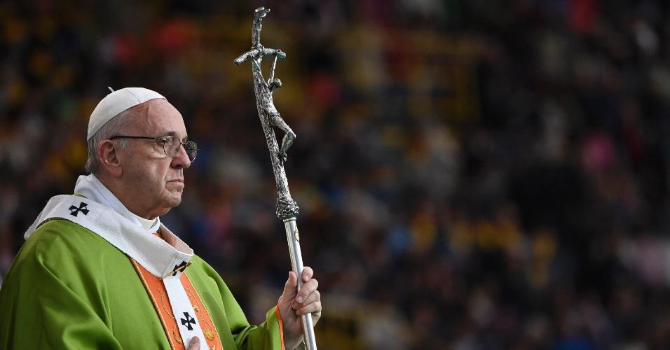 O papa Francisco celebra missa durante visita à cidade de Bolonha, na Itália