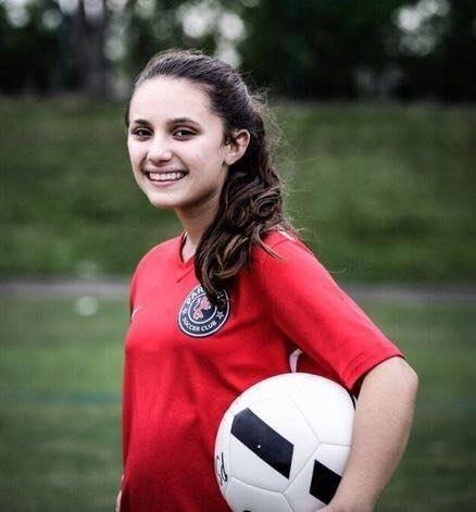 Alyssa Alhadeff, 14, jogava futebol desde os três anos. Era jogadora do time Parkland Travel Soccer e tinha muitos amigos na escola Marjory Stoneman Douglas, onde estudava