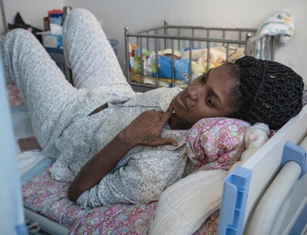 Juliana Brandy Logbo, liberiana que deu à luz gêmeos, em hospital na China - Gilles Sabrie/The New York Times