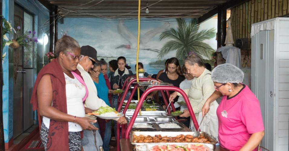 No refeitório da pensão Dom Aquino são servidas três refeições diárias sem custo aos pacientes: café da manhã, almoço e janta