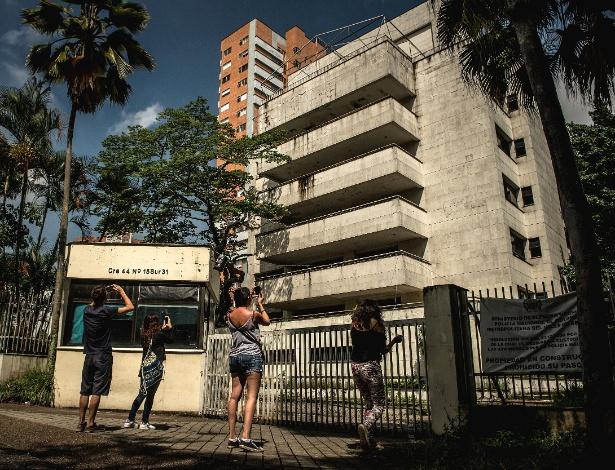 O Edifício Monaco, que serviu de residência para Pablo Escobar, em Medellín - Meridith Kohut/The New York Times