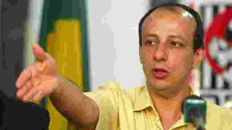 01.out.2003 - Ruy Ferraz Fontes, no Deic, era um dos principais delegados contra o PCC - Juca Varella/Folha Imagem