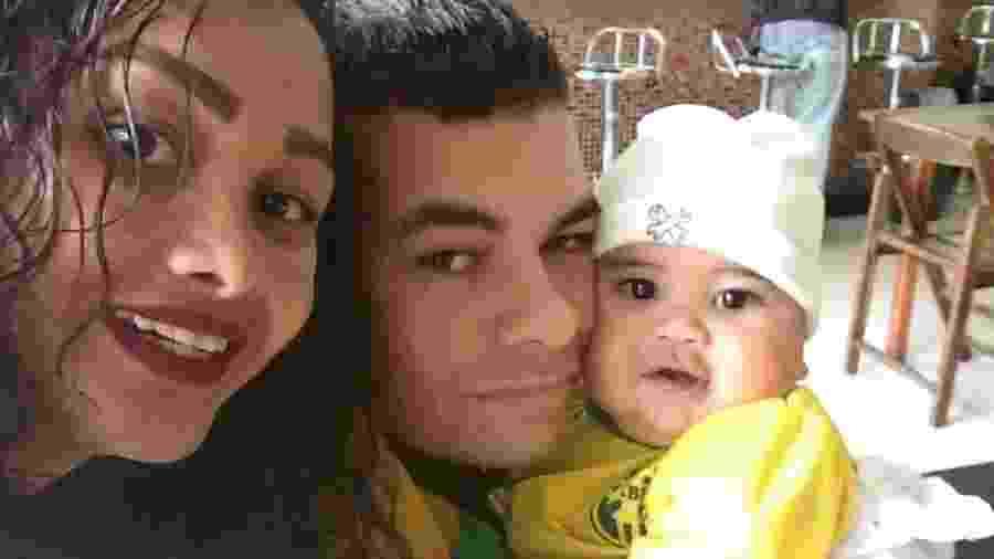 Mike, Karina e o filho, que morreu soterrado - Reprodução