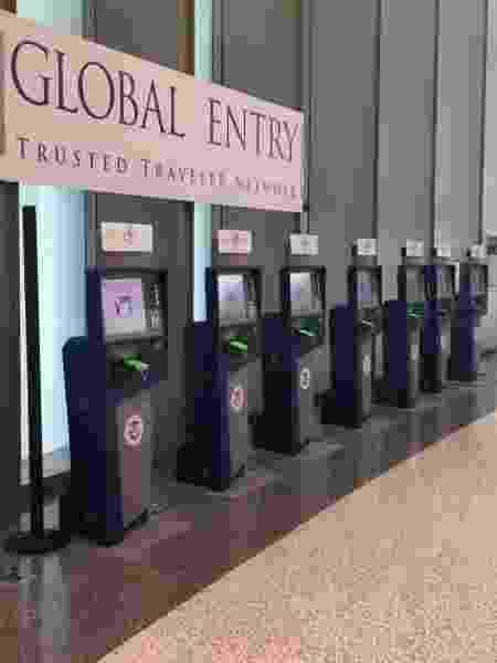 Quiosques do programa Global Entry em aeroporto dos EUA - Departamento de Estado Americano / Divulgação