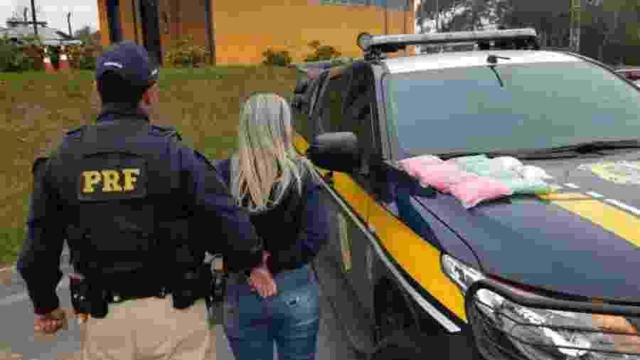 A droga estava dividida em 10 pacotes e valeria cerca de R$ 812,5 mil, segundo a PRF - Divulgação/Polícia Rodoviária Federal