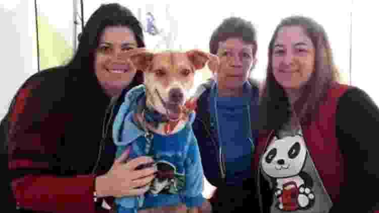 Elisa Martins (à dir.) com o cão Thor - Facebook Elisa Meirelles - Facebook Elisa Meirelles