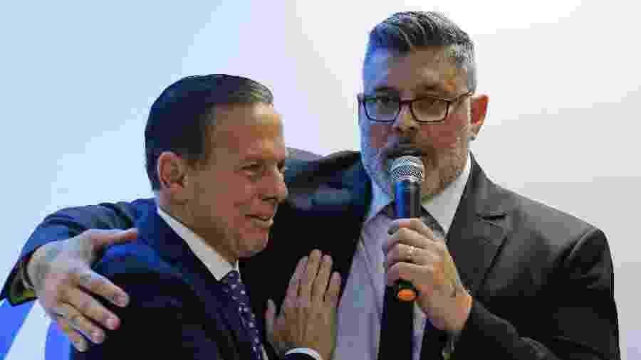 16.ago.2019 - Deputado federal Alexandre Frota abraça o governador João Doria ao ser anunciado no PSDB - NELSON ANTOINE/ESTADÃO CONTEÚDO