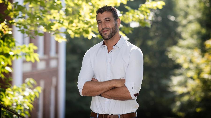 O professor David Nemer, da Universidade da Virgínia (EUA), que cobra ação do Justiça para punir disparo de notícias falsas - Divulgação/Dan Addison/Universidade da Virgínia