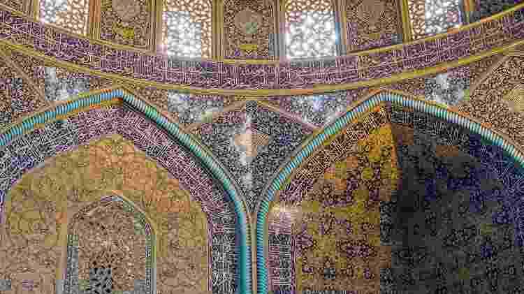 Os interiores da Grande Mesquita de Isfahan revelam a evolução arquitetônica desse tipo de construção no Irã - Getty Images