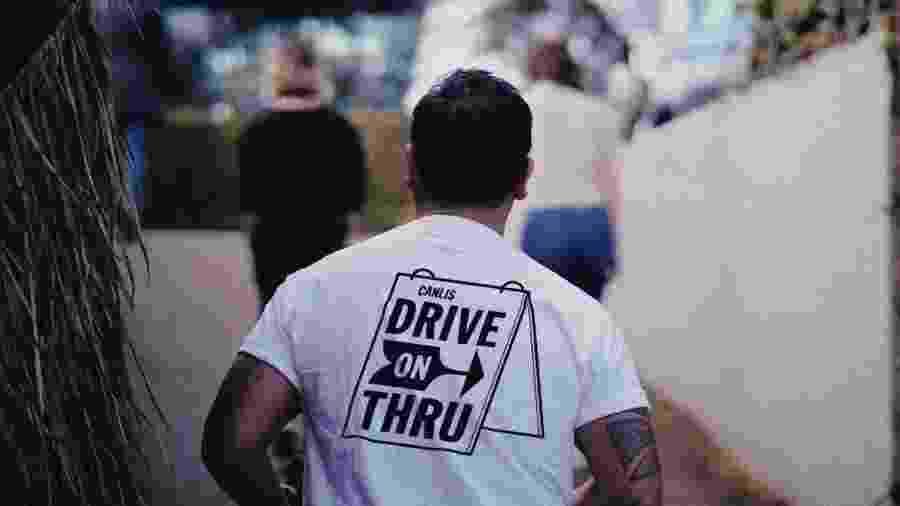 Camiseta indica serviço de drive-thru do restaurante de Seattle (EUA) - Reprodução/canlis.com